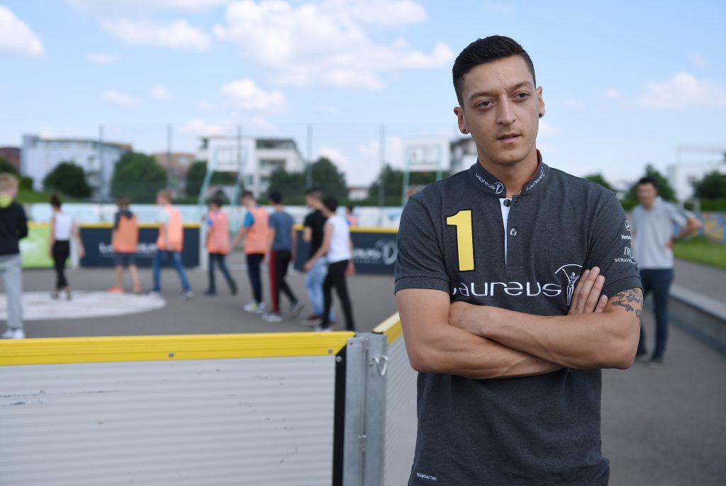Der Nationalspieler Mesut Oezil ist neuer Laureus Botschafter. Hier besucht der Nationalspieler das Projekt KICKFAIR in Stuttgart, 06.06.2016 -- Mesut Oezil is new Brand Ambassador of Mercedes-Benz, Stuttgart, Germany, June 06, 2016.